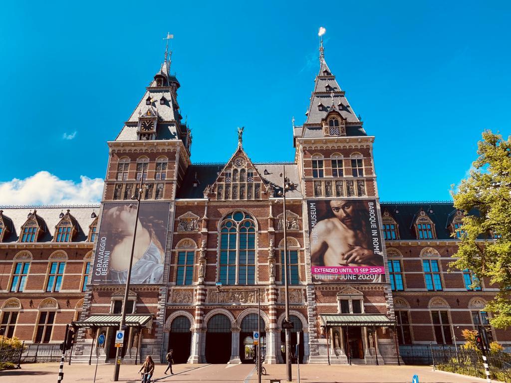 Rijksmuseum un día de lluvia en Ámsterdam
